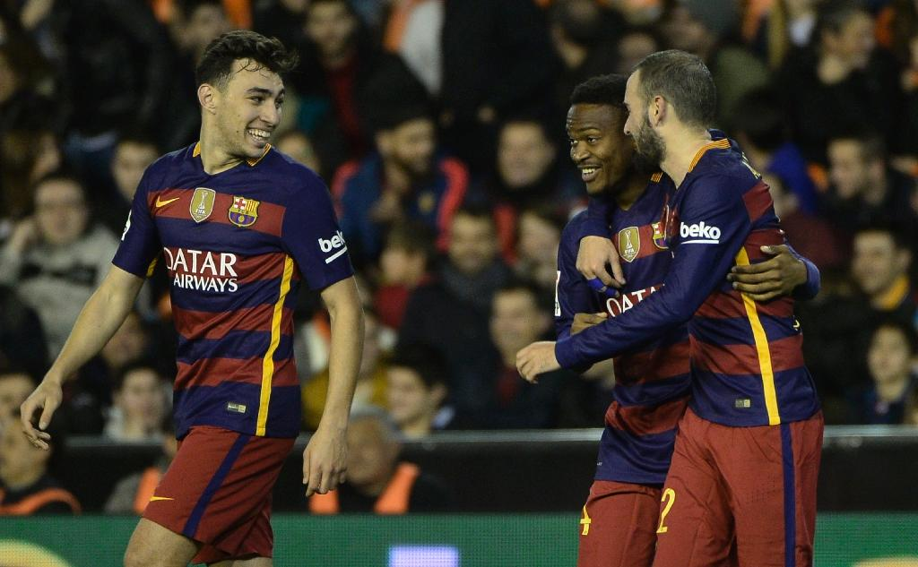 Barca set unbeaten record to see off Neville's Valencia