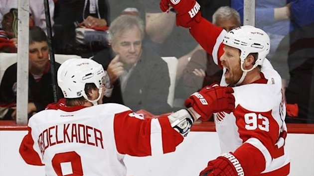 Detroit Red Wings' Johan Franzen (R) celebrates (Reuters)