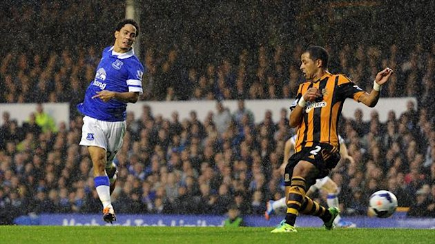 Everton's Steven Pienaar scores with his first touch against Hull (Getty)