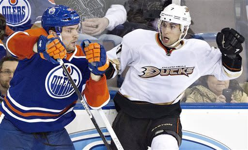 Ducks beat Oilers to close in on division crown