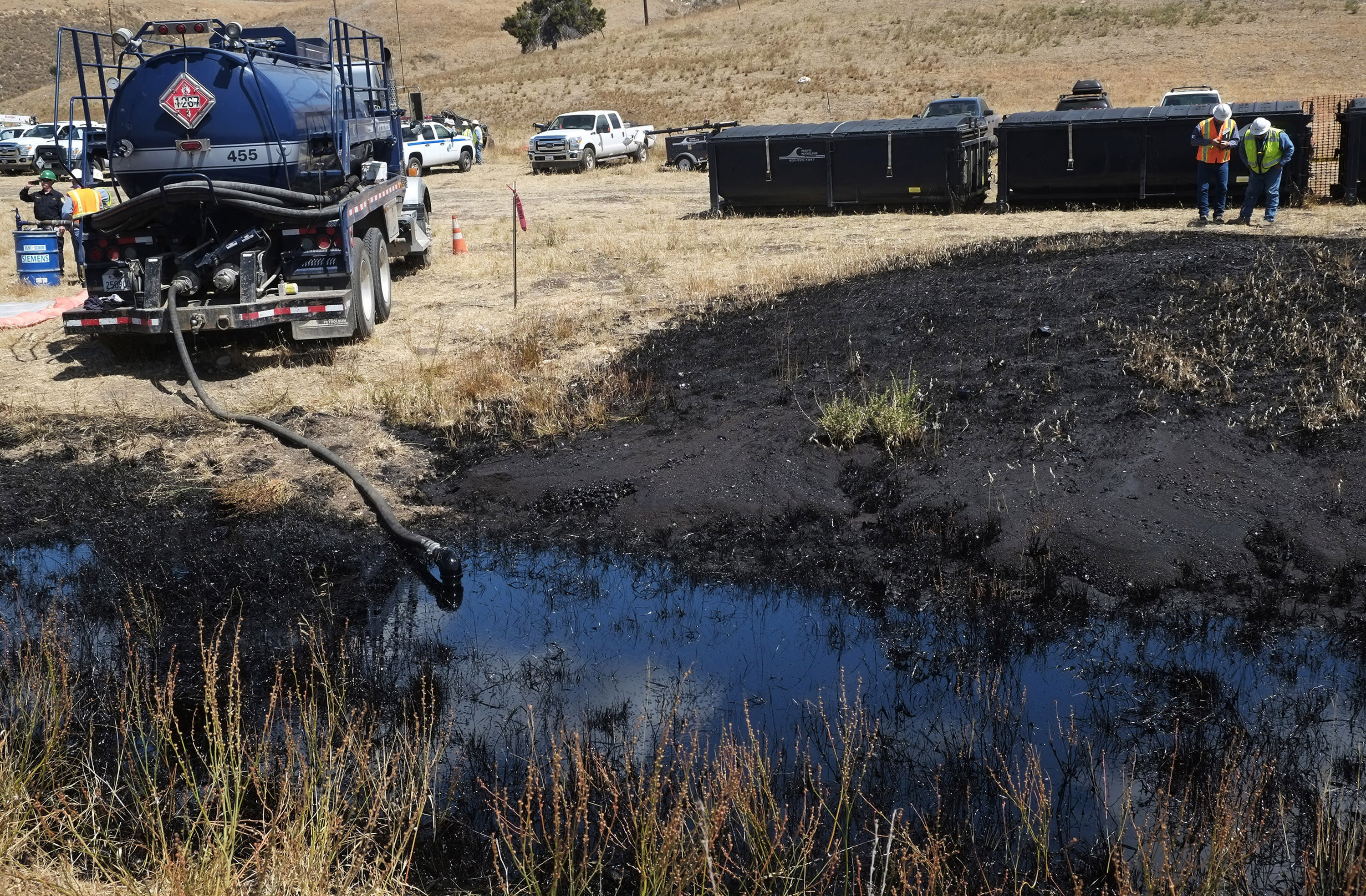 Response by operator of broken oil pipeline faces scrutiny