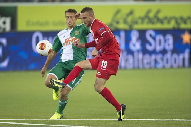 Thun's Christian Schneuwly, right,  challenges  for the ball  with Vienna's Thomas Schrammel, left,  during the UEFA Europa League group G soccer match between Switzerland's FC Thun and Austria's SK R