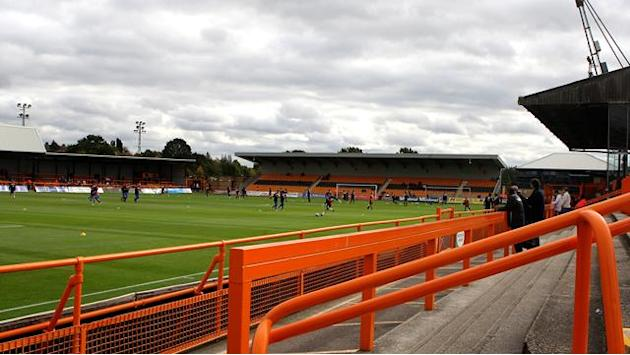 League Two - Winger Holwijn leaves Barnet