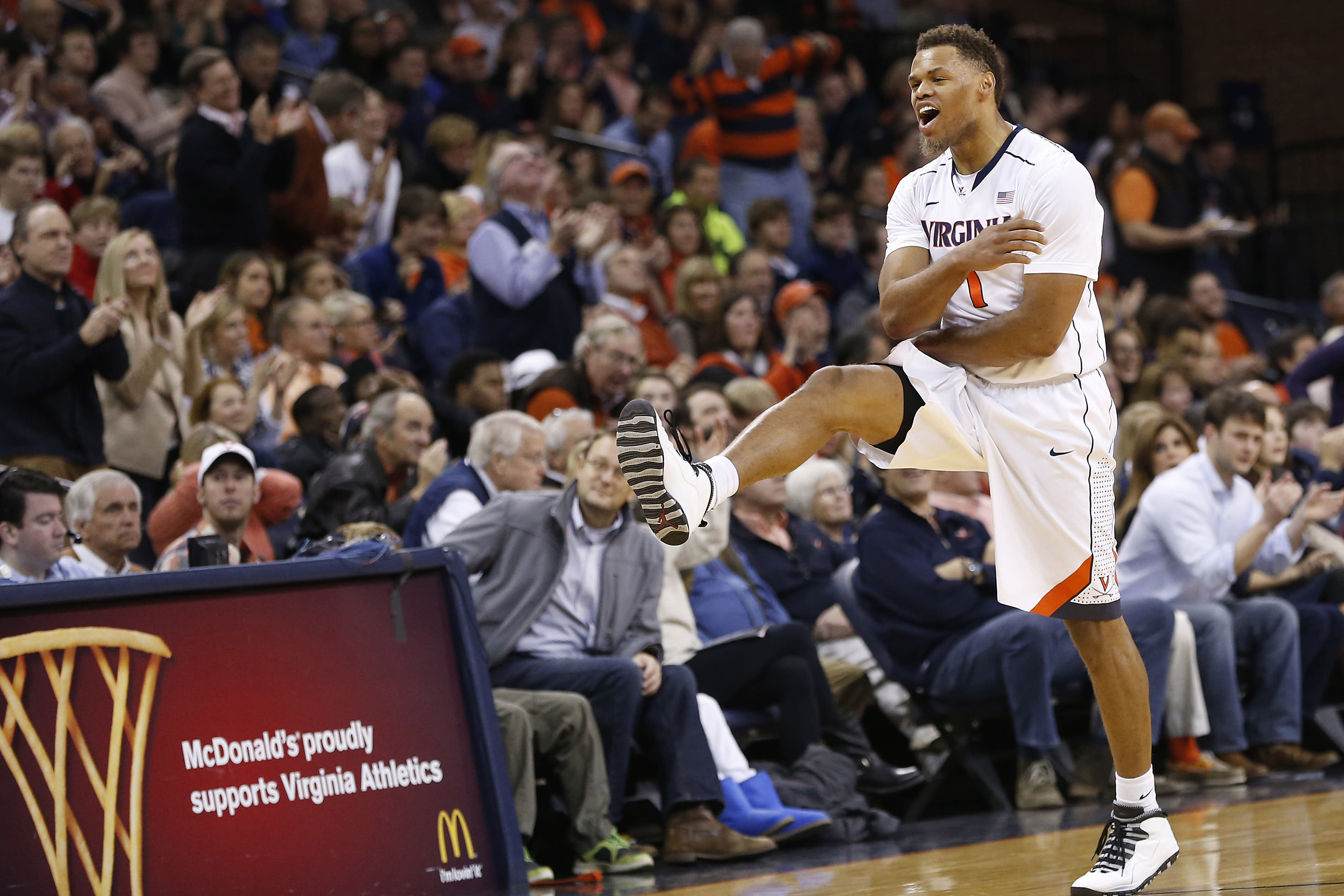 Virginia holds Harvard to a record-tying one first-half field goal
