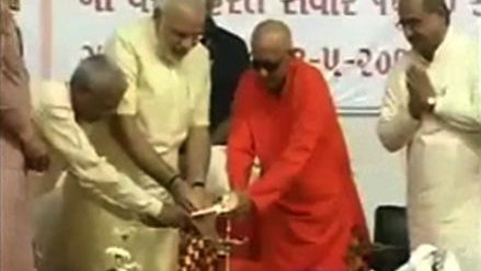 Narendra Modi inaugurates first Yoga University