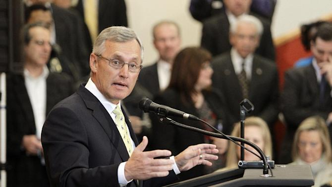 Ex-coach Tressel applies to lead Youngstown St
