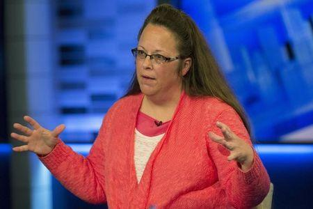 Kentucky clerk should face no fines, office receivership: lawyers