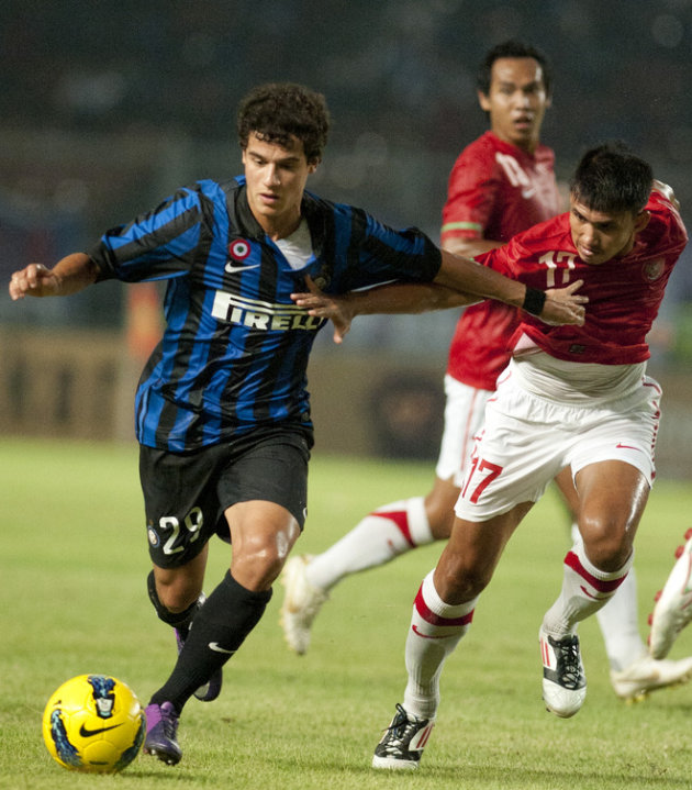 Inter Milan Player Coutinho (L) Vies AFP/Getty Images