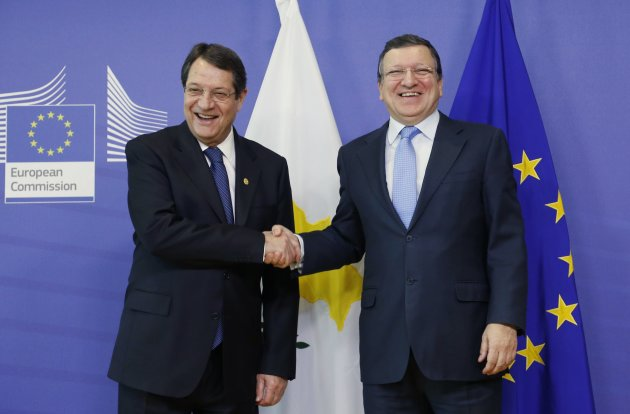 Cyprus' President Anastasiades poses with European Commission President Barroso ahead of a meeting in Brussels