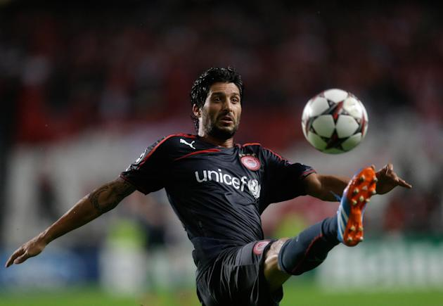 Olympiacos' Alejandro Dominguez reaches for the ball during the Champions League group C soccer match between SL Benfica and Olympiacos FC in Lisbon, Wednesday, Oct. 23, 2013