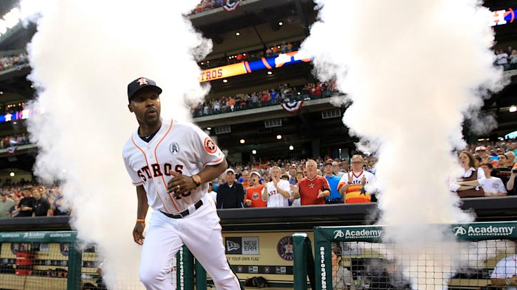 Houston Astros manager Bo Porter (16) runs out during player introductions before a season-opening baseball game against the Texas Rangers at Minute Maid Park, Sunday, March 31, 2013, in Houston. (AP Photo/Houston Chronicle, Karen Warren)  MANDATORY CREDIT
