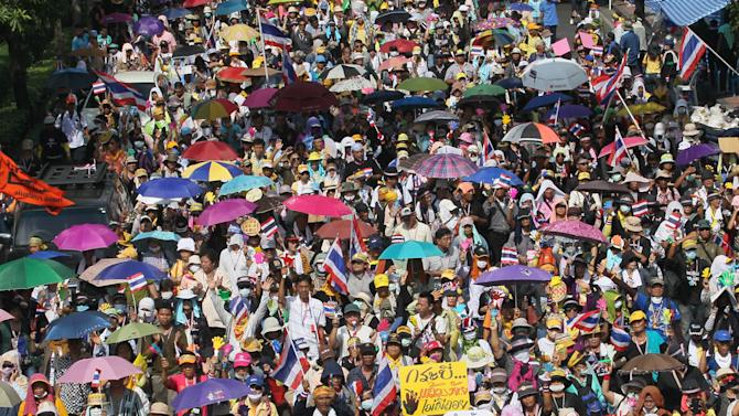 Anti-government protesters march during a rally in Bangkok Monday, Nov. 25, 2013. Bangkok braced for major disruptions Monday as a massive anti-government march fanned out to 13 locations in a growing bid to topple the government of Prime Minister Yingluck Shinawatra. (AP Photo/Sakchai Lalit)