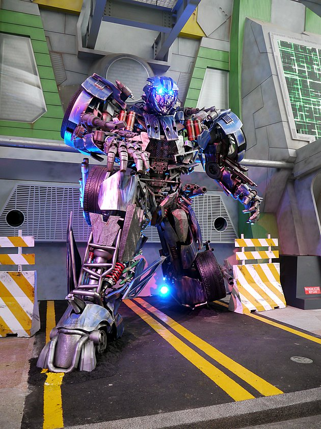 Evac, the new Autobot created for this ride. He is stationed on Earth and has never been in combat with the Decepticons before -- a bond that he shares with the latest human recruits of NEST. (Yahoo! photo/Fann Sim)