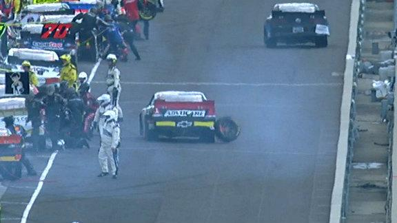 Stray tire on pit road creates hairy situation for Austin Dillon