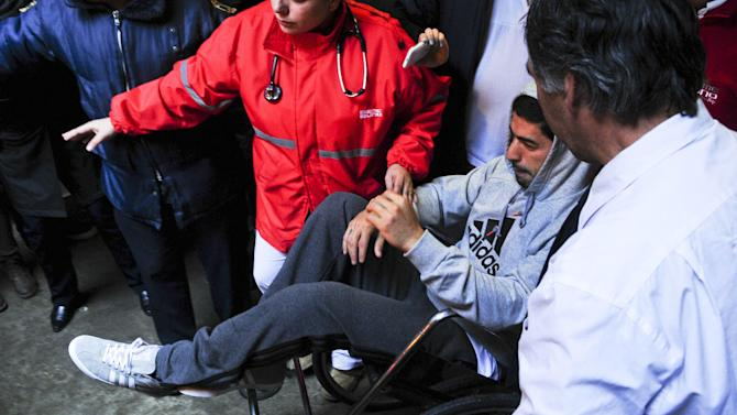 Uruguay's Luis Suarez recovering from knee surgery