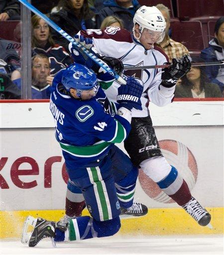 Schneider makes 43 saves, Canucks blank Avs 1-0