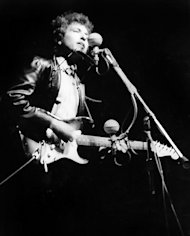 Experts: Bob Dylan's Long-Lost Newport Folk Festival Electric Guitar Found In New Jersey