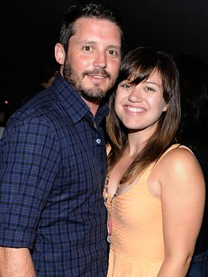 Kelly Clarkson Engaged to Brandon Blackstock - See Her Ring!