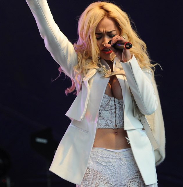 Rita Ora, Lovebox, nipple slip