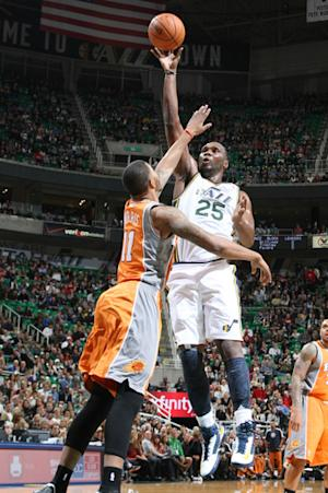 Jefferson's 27 points lift Jazz over Suns 94-81