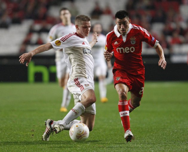 Benfica's Gaitan fights for the ball with Bayer Leverkusen's Bender during their Europa League soccer match in Lisbon