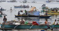 Villagers wait on their boats in Zamboanga port after fleeing their homes due to fighting between the government soldiers and Moro National Liberation Front in downtown Zamboanga city, in southern Philippines September 11, 2013. REUTERS/Erik De Castro