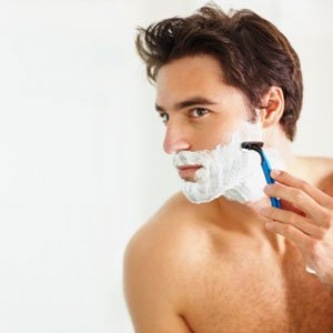 Which products are essential to include in a shaving kit?