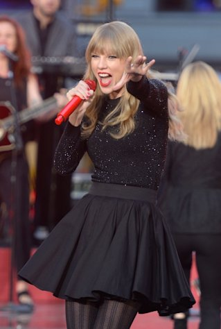 Taylor Swift peforms at ABC News&#39; Good Morning America Times Square Studio in New York City on October 23, 2012  -- Getty Images