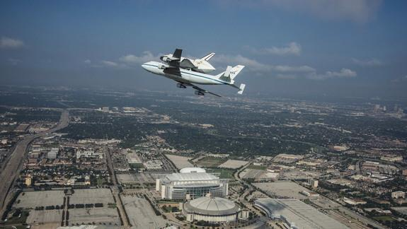 Shuttle Endeavour Lands in California on Final Ferry Flight