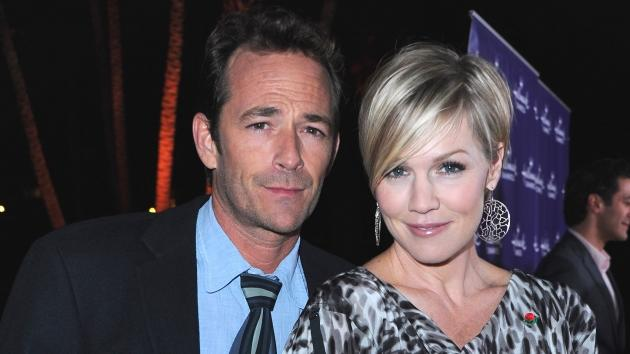 Luke Perry and Jennie Garth arrive to Hallmark Channel's 2011 TCA Winter Tour Evening Gala on January 7, 2011 in Pasadena, Calif.  -- Getty Images