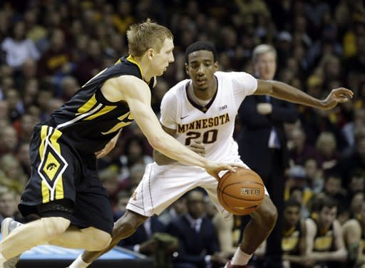 No. 23 Minnesota escapes Iowa with 62-59 win