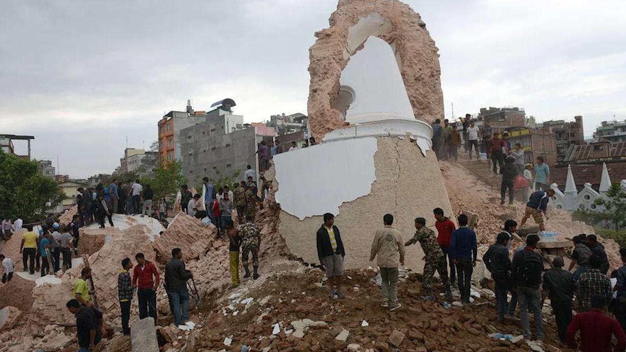 101 dead as 7.8 quake hits Nepal, causing big damage