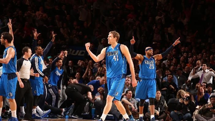 Mavs beat Knicks on Nowitzki's lucky-bounce jumper