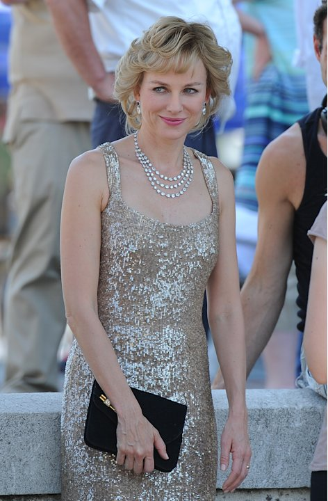Naomi Watts steps out as Diana on the set of 'Caught in the Flight'