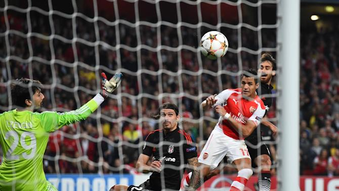Arsenal's Alexis Sanchez (R) shoots on goal during their UEFA Champions League qualifying round play-off second-leg match against Besiktas, in London, on August 27, 2014