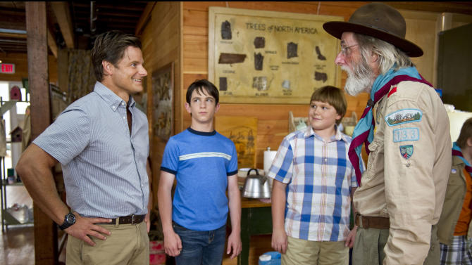 """This undated film image released by 20th Century Fox shows, from left, Steve Zahn, Zachary Gordon, Robert Capron and Frank C. Turner in a scene from """"Diary of a Wimpy Kid: Dog Days."""" (AP Photo/20th Century Fox, Diyah Pera)"""