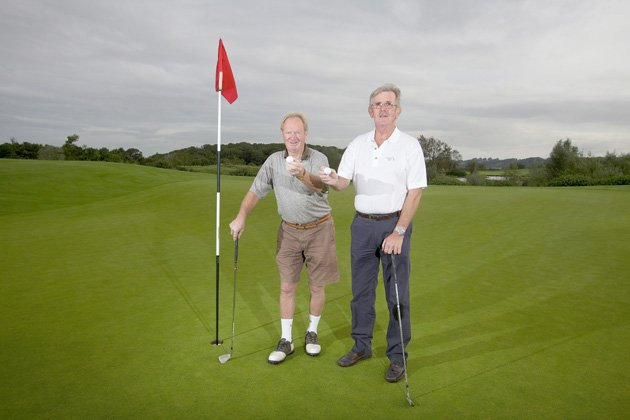 Golf buddies hit hole-in-ones on same hole