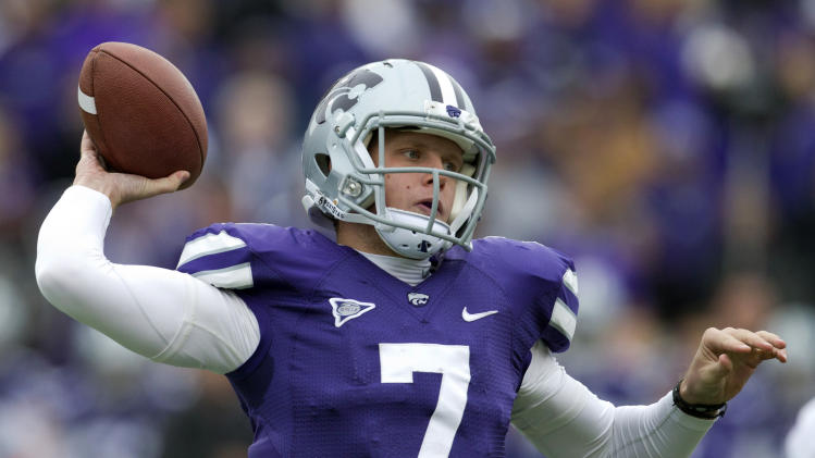 Kansas State quarterback Collin Klein (7) passes to a teammate during the first half of an NCAA college football game against  Kansas in Manhattan, Kan., Saturday, Oct. 6, 2012. (AP Photo/Orlin Wagner)