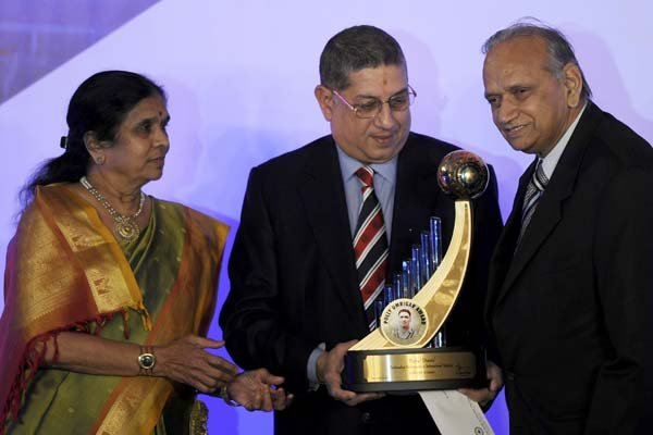 Though Dravid has been a Bangalore boy throughout, his family is actually Maharashtrian. He was born in Indore in Madhya Pradesh and has a younger brother named Vijay.