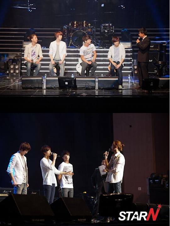 CN Blue holds a fan meeting
