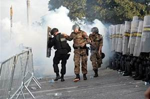Police injured in Confederations Cup protests around the Mineirao