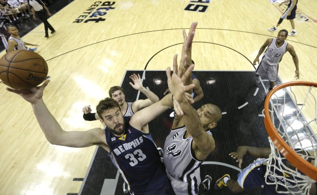 Memphis Grizzlies center Marc Gasol  (L) is pressured by San Antonio Spurs forward Tim Duncan during the first half of Game 1 of their NBA Western Conference final playoff basketball game in San Anton