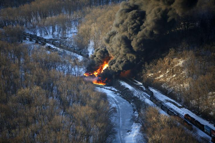 Train carrying Bakken crude derails, burns in Illinois