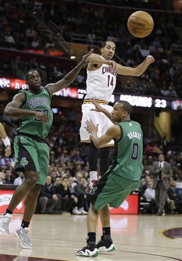 Green's layup at buzzer lifts Celtics over Cavs