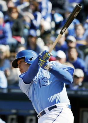 Perez go-ahead double lifts Royals over White Sox