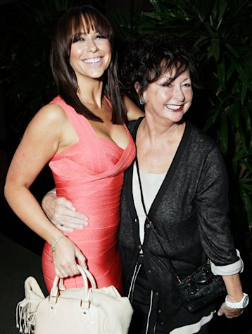 Jennifer Love Hewitt's Mom Patricia Dies at 67
