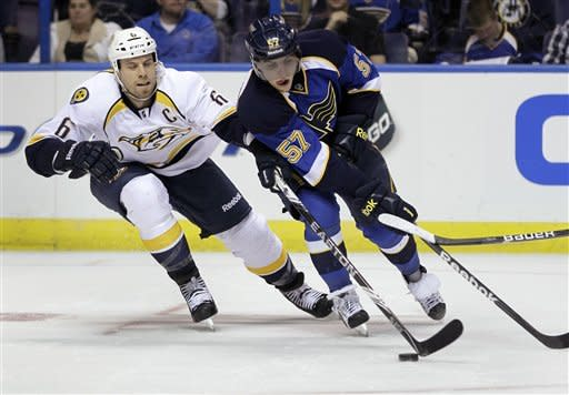 Elliott gets 3rd shutout in row as Blues top Preds