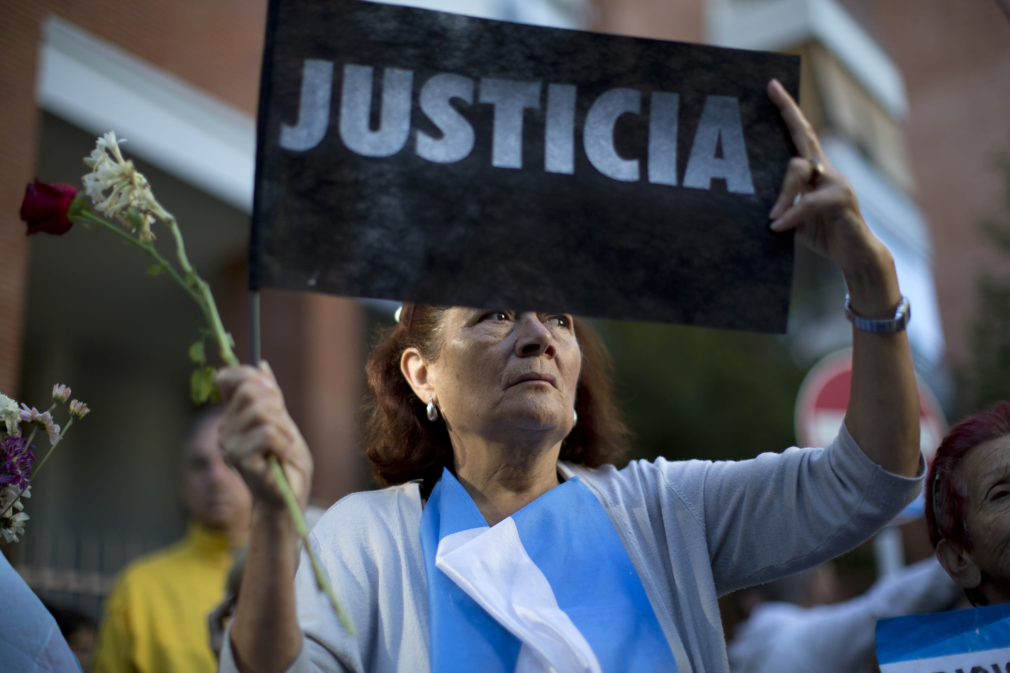 Argentina buries prosecutor who accused gov't of cover-up