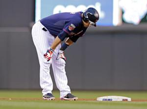 Twins send Mauer to DL with side muscle strain