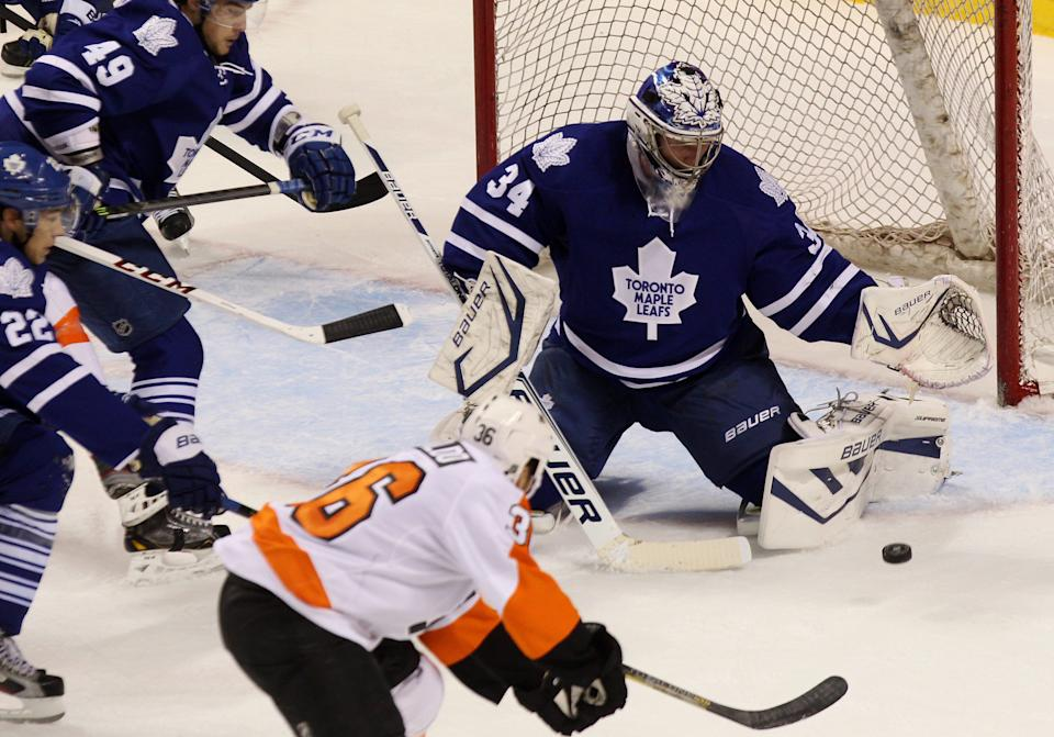 Kadri, Raymond lift Maple Leafs over Flyers